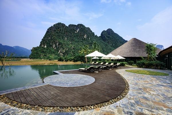 gia-thue-xe-limousine-di-serena-kim-boi-resort