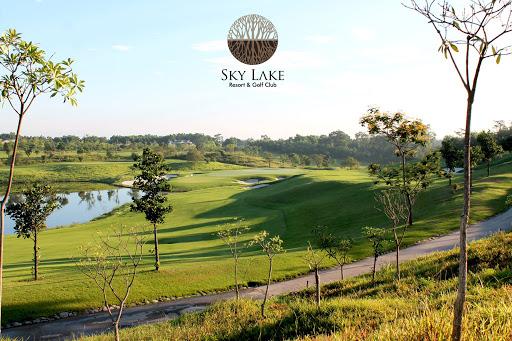 cho-thue-xe-dcar-limousine-di-golf-sky-lake
