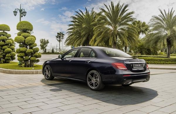 thue-xe-Mercedes-e300-hanoi