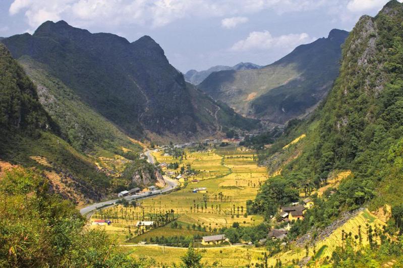 Kết quả hình ảnh cho Thung lũng Sủng là được mệnh danh là bông hoa giữa cao nguyên đá