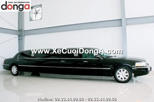 co-nen-thue-xe-limousine-lincoln-lam-xe-cuoi